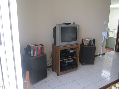 Living area, with entertainment system